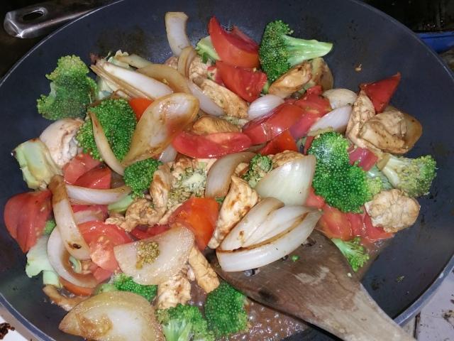 Broccoli, Tomato, Onion & Chicken Stir Fry